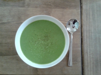 Pea and roast garlic soup