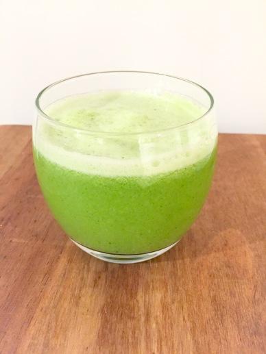 Broccoli, apple, lemon and ginger juice